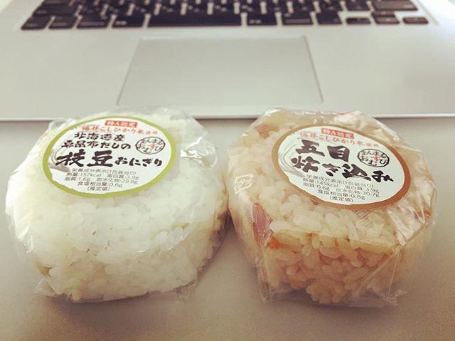 がっつりお仕事中。一人暮らし中につき、米も炊かず。たまには、こういうのも美味い。