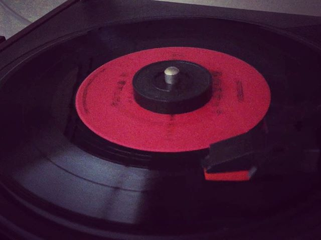 針を落として音楽を聴いたのは、いつ以来かな。こういうの好き。