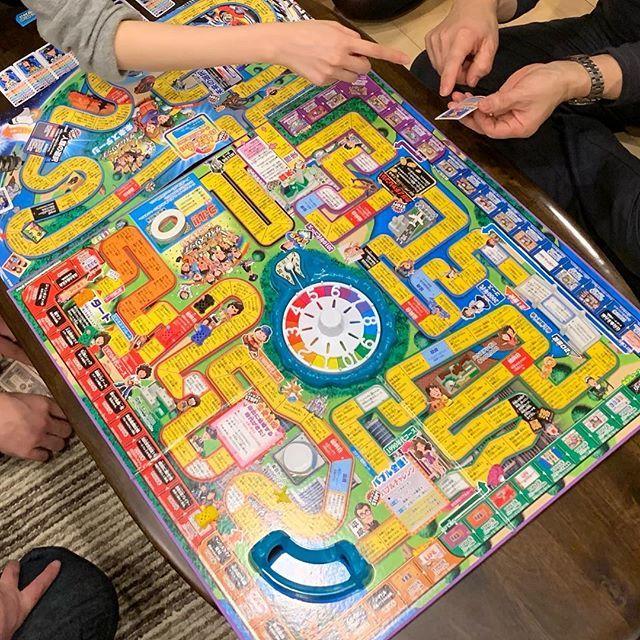 日本おもちゃ大賞2018「人生ゲームタイムスリップ」盛り上がりました。昨夜、実家で3時間の熱戦!(長女が友人結婚パーティービンゴ大会で当てたもの)人生ゲームは50周年!スマホから顔をあげて、皆で遊べるゲームは楽しいね、疲れたけど笑
