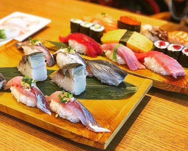 東京で寿司屋には行きたくなかったけど、二女が「寿司が食べたいよ〜(´ω`)」と嘆くので。長女要望のオーガニックランチはお預け。