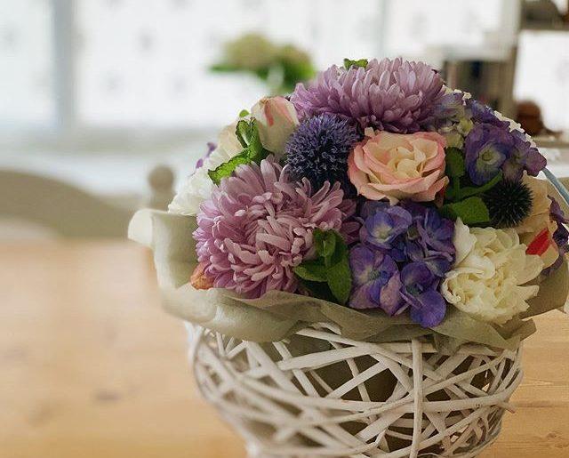 公私で仲良くしてくれてるお友達からお花が届いた。優しい心遣いに感謝。本日でアラフィフも卒業?! でも、アラ還の仲間に入れてもらうにはまだまだ未熟者。さらに精進しなくては!よろしくお願い致します。
