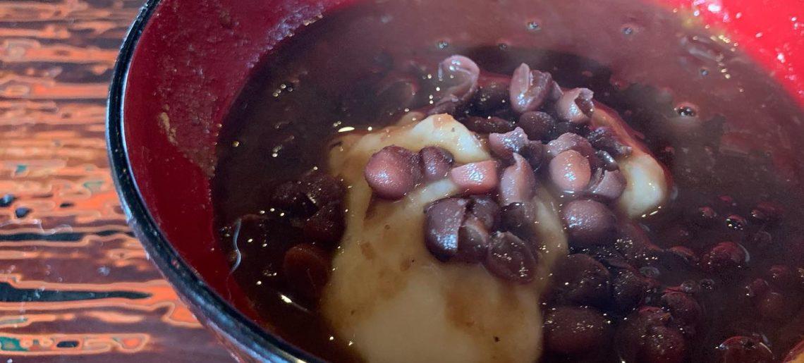 おろしからの黒蜜きなこからのぜんざいのお椀にて。お腹いっぱい。お椀汚くてすみません