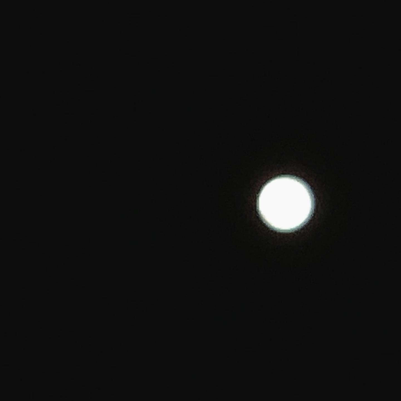 お月さま。「まる」だけ。