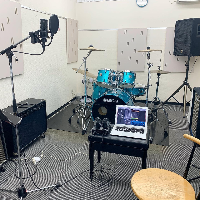 ボーカル録音3回目、これで終わりにしようと気合入れて、終わった!と思いきや、また思わぬ失敗が…自分で自分に声かけして、ひとりで励まし合いながら、スタジオ延長して、録り終えた!(はず)レコーディングって、ほんとに難しいなぁ。でも、音源できるの、楽しみすぎる。
